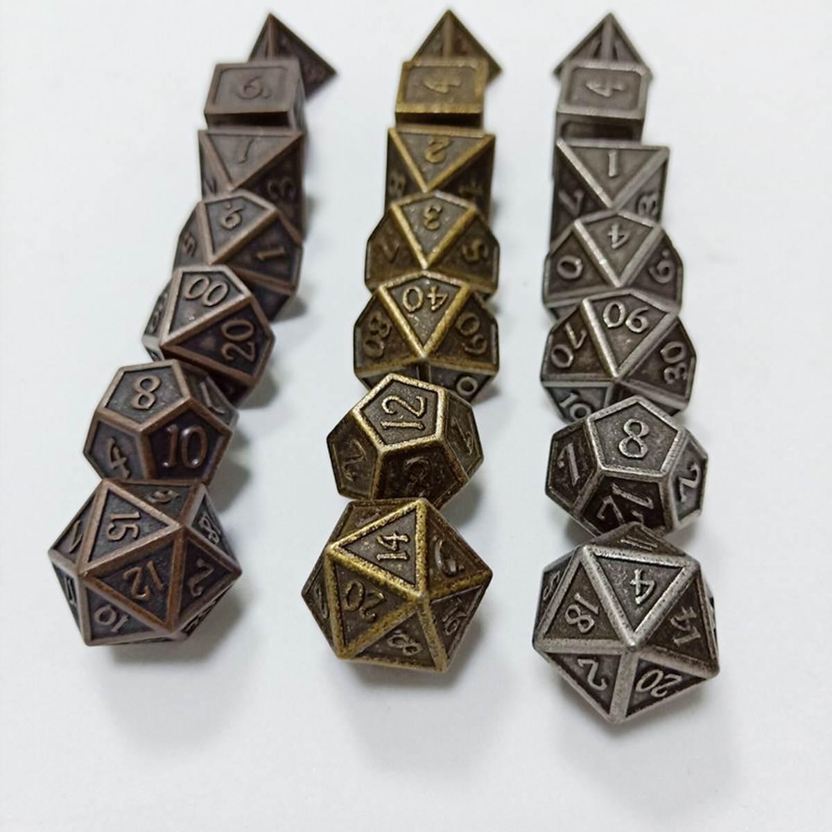 Conjunto de dados poliédricos metálicos pesados en relieve 7 Uds para juegos de mesa RPG Dungeons and Dragons DND RPG MTG D20 D12 D10 D8 D6 D4