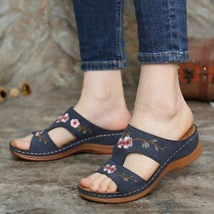 Women Embroidery Flower Sandals Slippers Summer Sandals Non-slip Beach Shoes Ladies Wedge Heel Casual Bohemian Slides Shoes