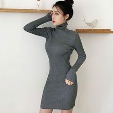 Женское трикотажное платье-свитер с высоким воротом, осенне-зимнее однотонное облегающее платье средней длины с длинными рукавами