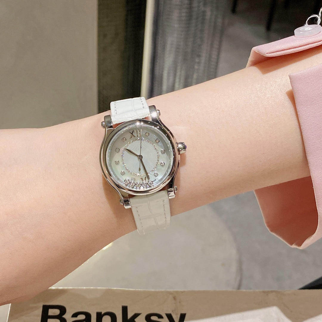 2021 Hot-selling European and American famous brand ladies watches, casual fashion rose gold replicas, luxury ladies watches enlarge