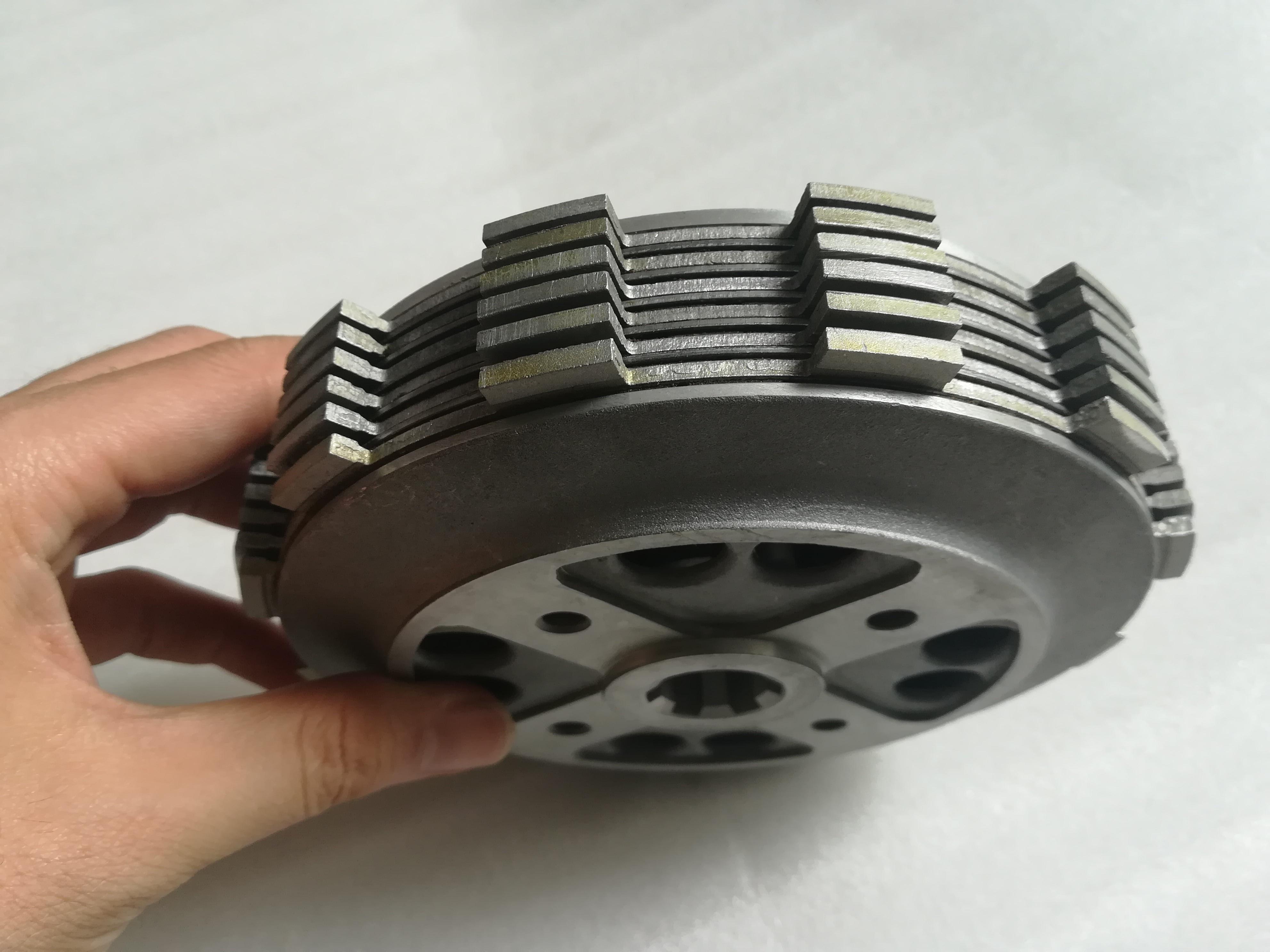 Embrague de alta calidad pequeño-tambor ensamblado embrague GN300 embrague para Suzuki GN250 actualización a GN300 (diámetro 78mm)