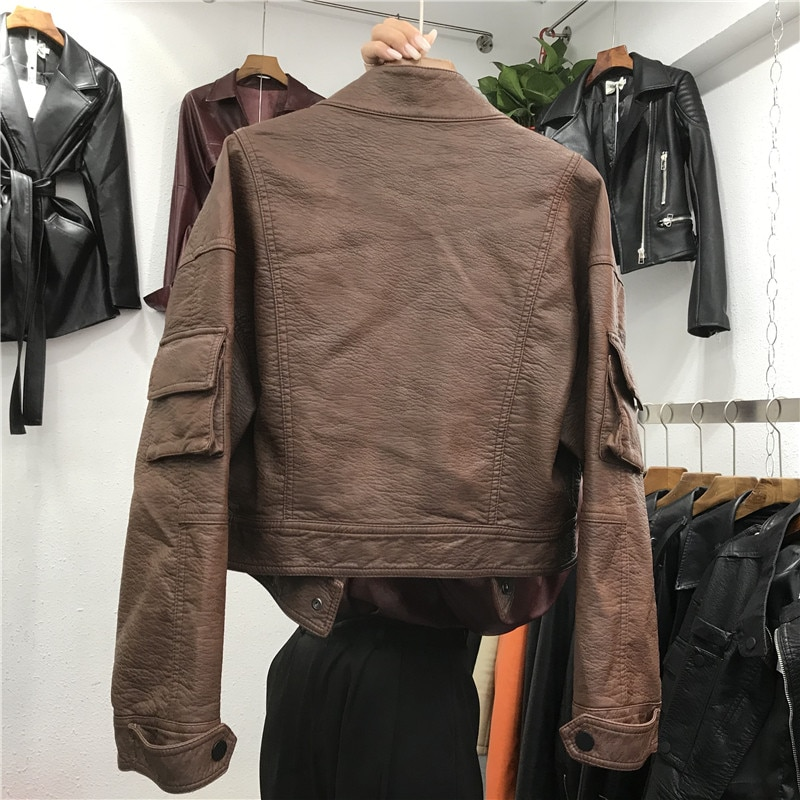 موضة بو فو معطف جلد النساء 2021 ربيع الخريف التلبيب جيوب قصيرة دراجة نارية سترة السيدات ملابس خارجية الشارع الشهير G1137
