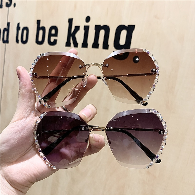 2021 Fashion Brand Designer Vintage Rhinestone Sunglasses Women Men Retro Cutting Lens Gradient Sun