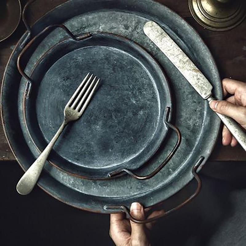 Bandeja servir decorativa de Metal, bandeja para servir, plato Retro, ASA, hecha a mano, redonda, forjada, Vintage, bandeja de almacenamiento para pan, decoración del hogar