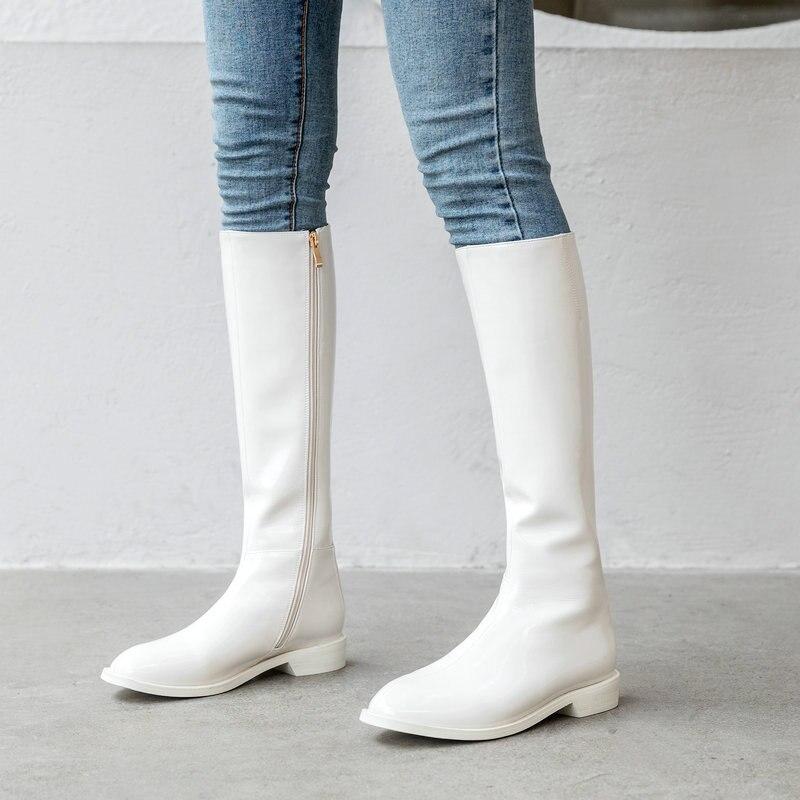 حذاء نسائي من الجلد اللامع بطول الركبة ، كعب مسطح مريح ، طويل ، أسود ، أبيض وبرتقالي ، موضة ، خريف وشتاء
