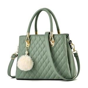 2021 new designer brand Female bag Plaid fur ball handbag high-quality leather handbags Fashion shoulder messenger bags Bolsa