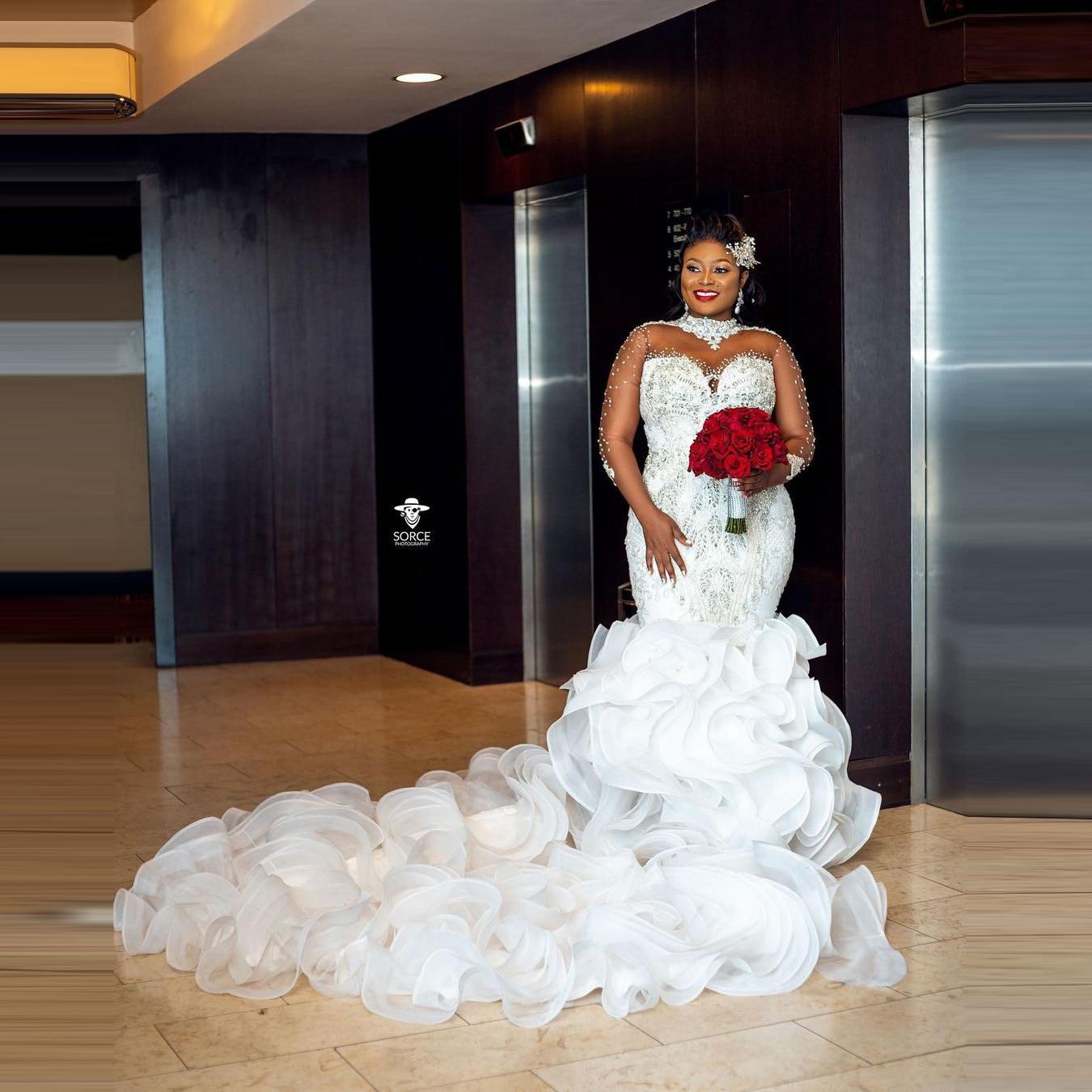 Aso Ebi-فستان زفاف ، مقاس كبير ، ذيل طويل ، كشكش مفلطح ، أكمام طويلة ، ياقة عالية ، كريستال ، خرز ، دانتيل ، ظهر