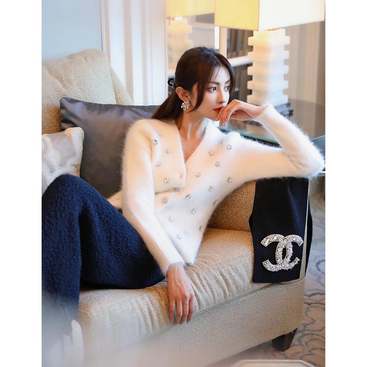 girl's best friend hand nailed beads autumn and winter warm white rabbit velvet T-shirt versatile temperament cardigan
