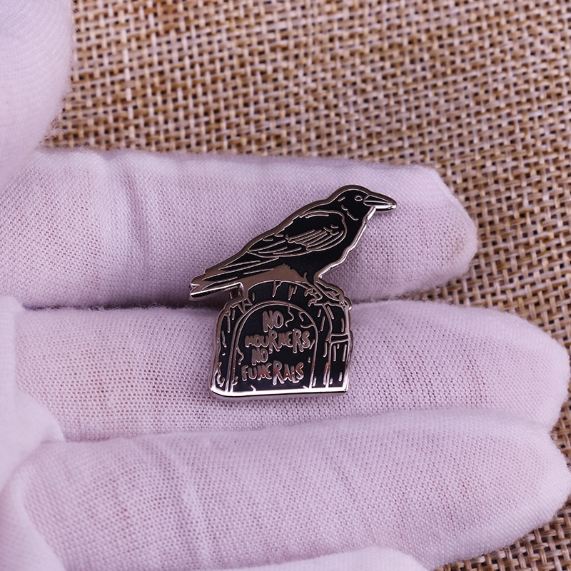 Broche de ouro preto dos corvos góticos para o emblema do casaco da lapela
