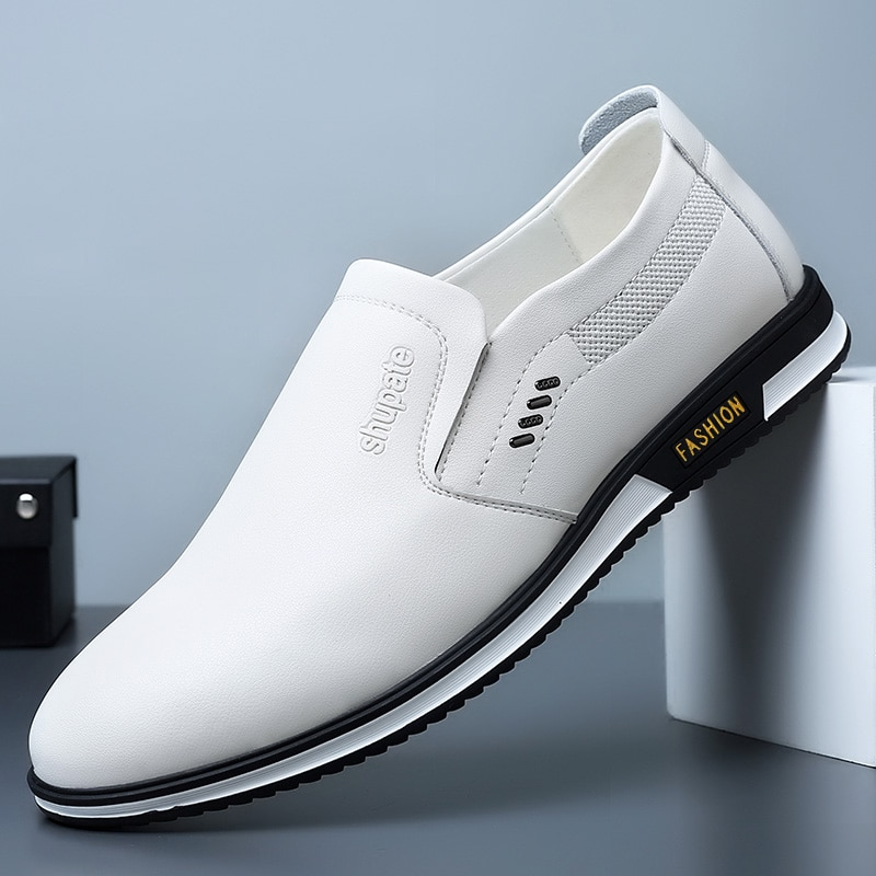 حذاء أبيض صغير الرجال 2021 جديد الصيف الجلود كل مباراة البريطانية واحدة أرجل عادية لينة وحيد أحذية من الجلد الرجال