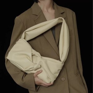 Crossbody bags European Retro Fashion Style Shoulder Women's Handbag 2020 New Wild Messenger Shoulder Bag Underarm Armpit Bag