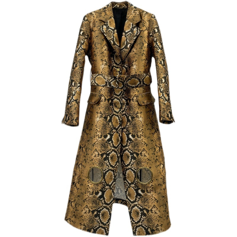 2021NEW أوائل الخريف المرأة عادية مزاجه موضة رد الفعل الطباعة الذهب بيثون نمط التلبيب مخرمة تصميم فوليو معطف