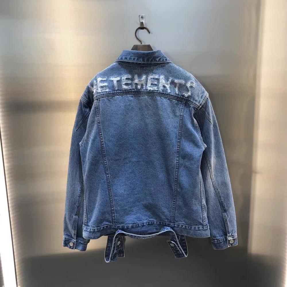 جاكيت فيتيمنتس 2020SS إصدار 1:1 عالي الجودة جاكيت فيتيمنتس للرجال والنساء تصميم فينتيج VTM ملابس خارجية بتصميم فوضوي نمط أزرق متوسط
