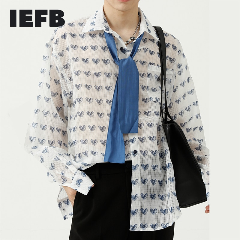 قميص جديد للخريف للرجال من IEFB قميص كوري فضفاض مطبوع على شكل قلب تصميم المتضخم بأكمام طويلة وقميص شفاف 9Y8341