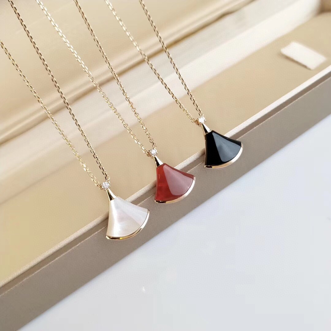 Fashion Jewelry Men and Women Brand BV Necklace Small Skirt Necklace Couples Christmas Gifts