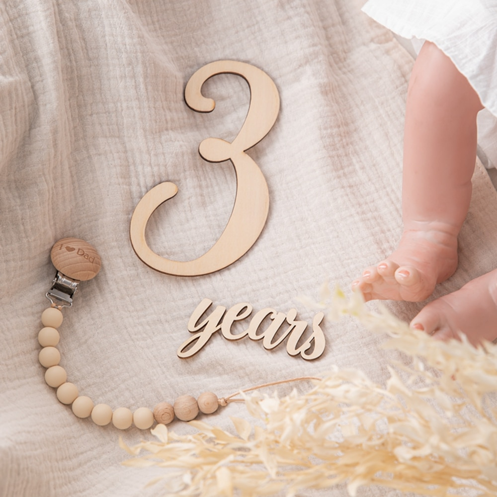 20pcs/lot Baby Milestone Number Monthly Memorial Cards Newborn Baby Wooden Engraved Age Photography Accessories Birthing Gift