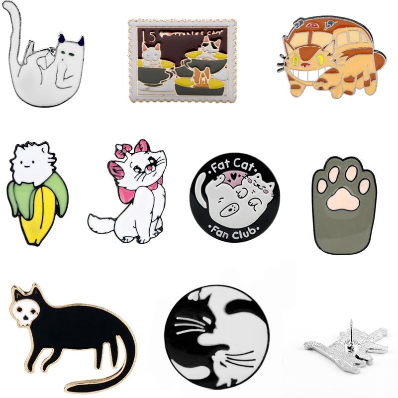Broche esmaltado de gato blanco y negro, divertido gatito abrazando gatos, insignia, broches, bolsa, ropa, solapa, Pin, Animal de dibujos animados, joyería, regalo