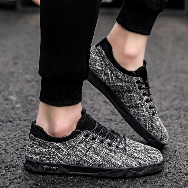 New Men's Fashion Mesh Casual Sports Board Shoes Flat Bottom Comfortable Lace Up Sports Shoes Versat