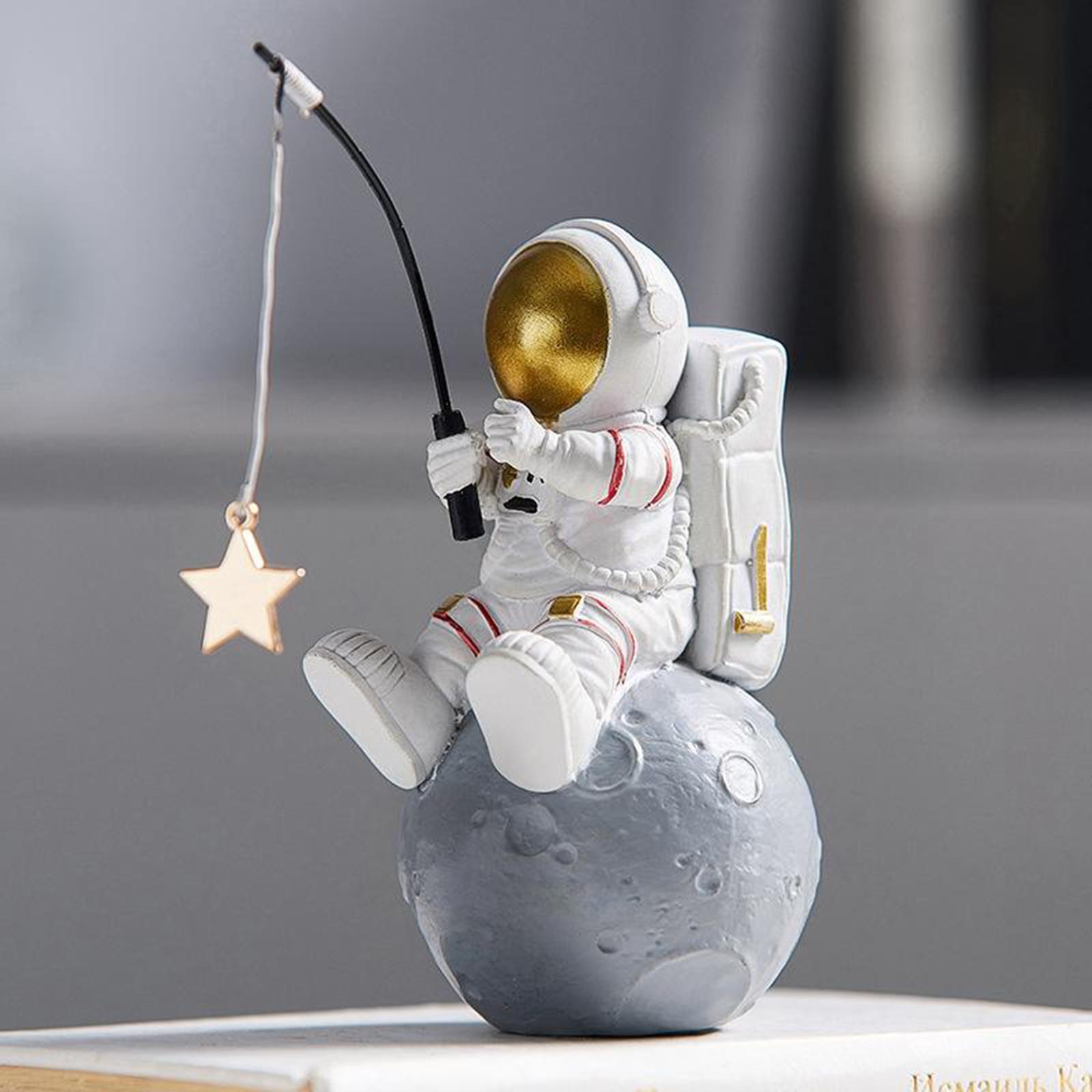 Статуэтки астронавта из смолы, миниатюрные настольные украшения, украшение космонавта, яркие детские подарочные фигурки, аксессуары для украшения дома