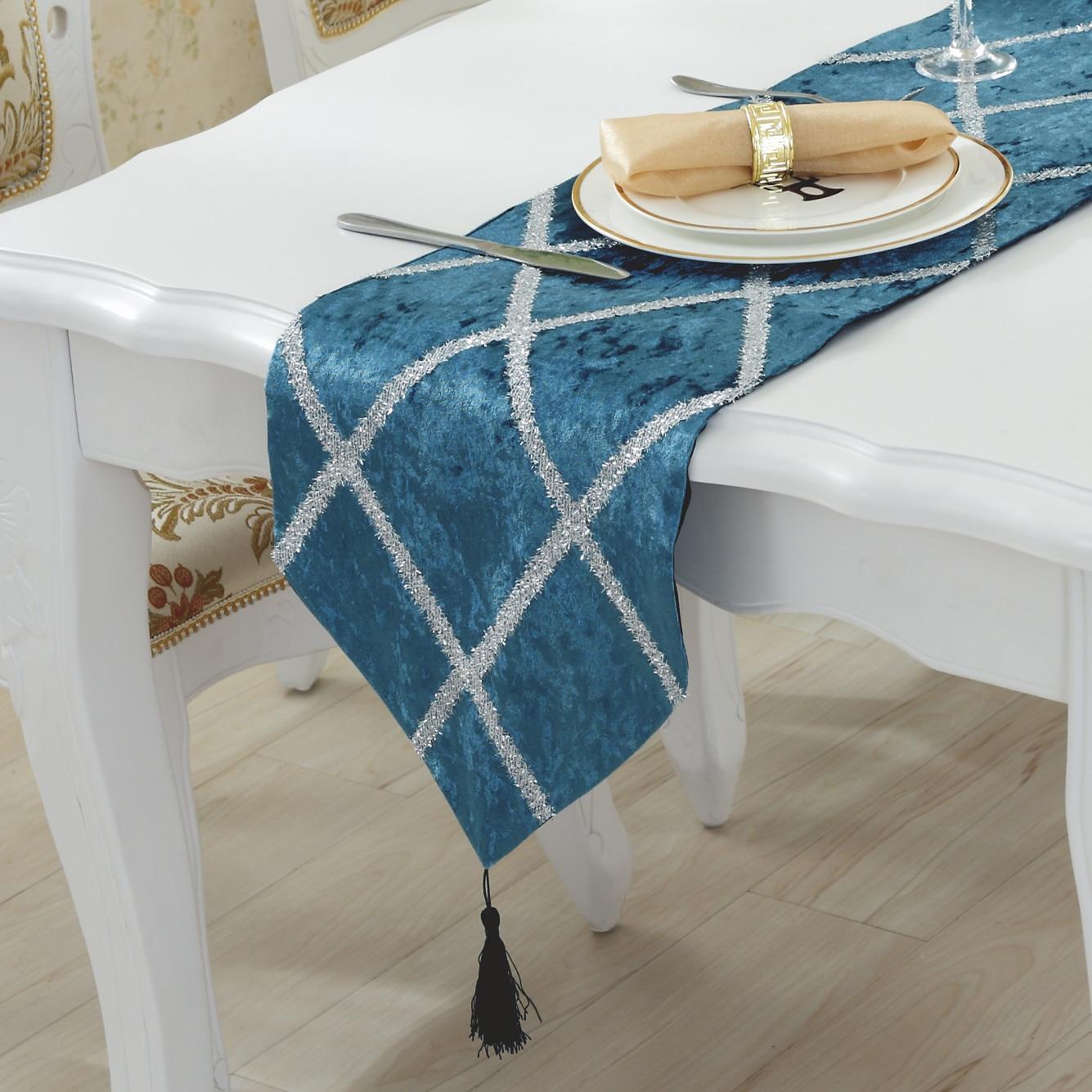 عداء طاولة هندسي فاخر ، غطاء خزانة أحذية للبيانو ، مفرش سرير متطور