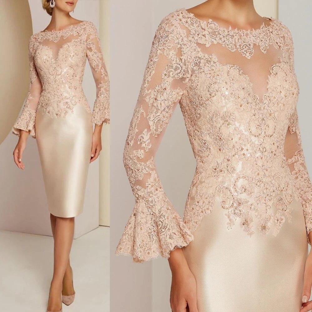 Великолепные-короткие-платья-цвета-шампанского-для-матери-невесты-2021-кружевные-платья-до-колена-с-длинным-рукавом-и-вырезом-лодочкой-с-бис