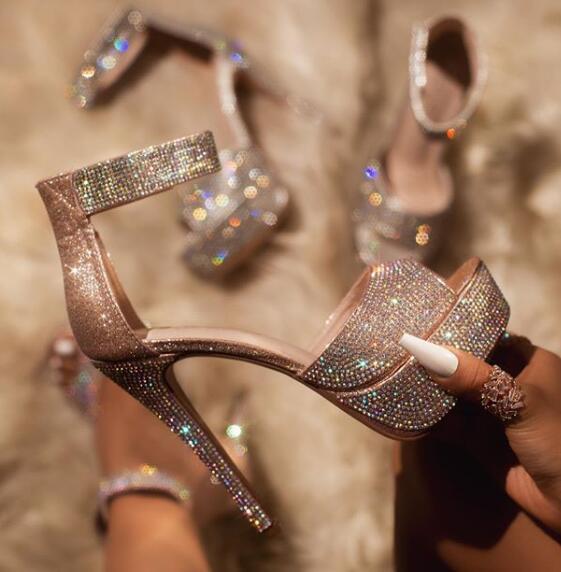 صندل نسائي لامع ، حذاء نسائي بنعل سميك مزين بالترتر ، حذاء رقص القطب ، عصري ، حزام واحد ، مفتوح من الأمام ، بكعب