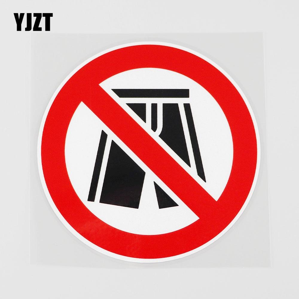 Yjzt 11.1cmx11.1cm shorts não são permitidos aqui pvc decalque etiqueta do carro acessórios 11b-0287