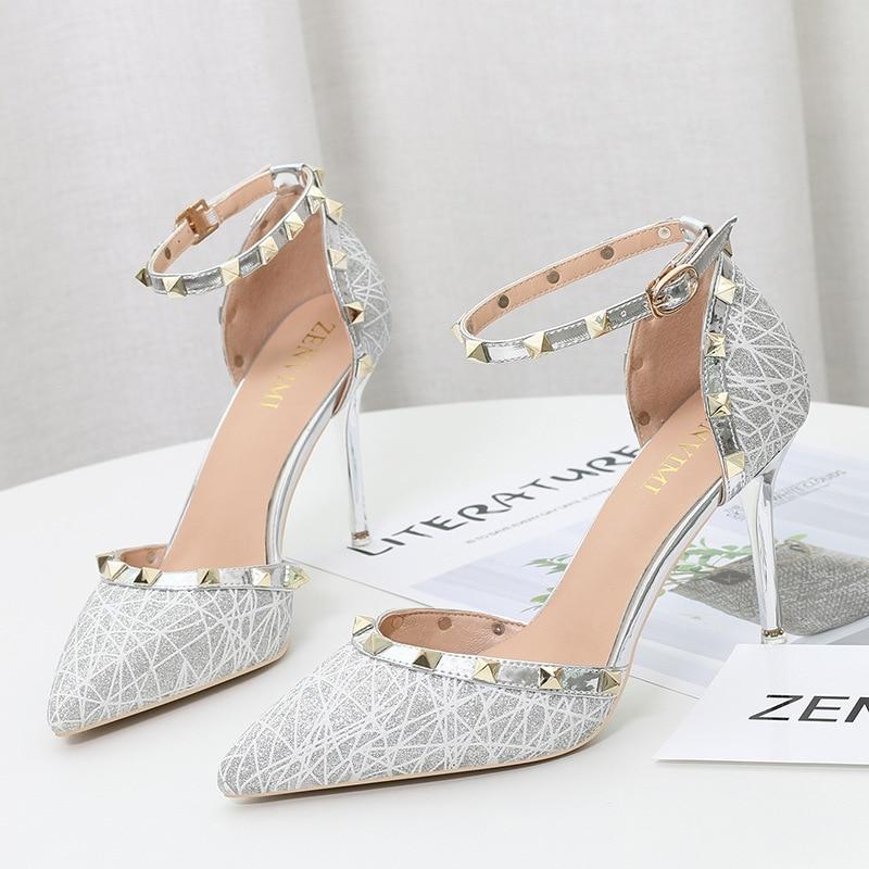 Correa de tobillo Sandalias de tacón alto remache mujeres bombas diseñadores señoras puntiagudos zapatos mujer moda 2019 estilo zapatos femeninos Casual