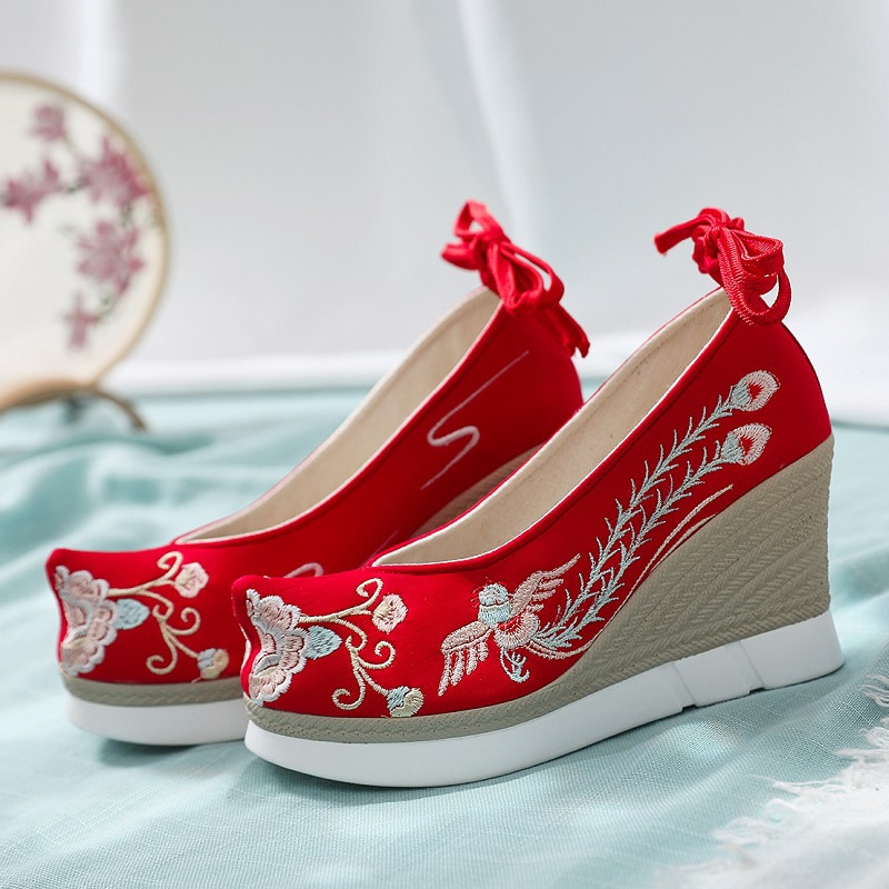 Xinhuaeasy Hanfu العروس الحمراء القديمة الصينية التقليدية أحذية الزفاف الشرقية المرأة حذاء كعب عالى ذو رباط حول الكاحل ونعال سميكة