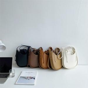 New 2021 Korean women's fashion Messenger Bag / Retro U-shaped bag trend satchels
