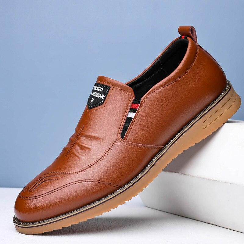Sapatos de Couro Resistente ao Desgaste Masculino Novo Couro Britânico Sapatos Casuais Masculinos Sola Macia Tendão 2021