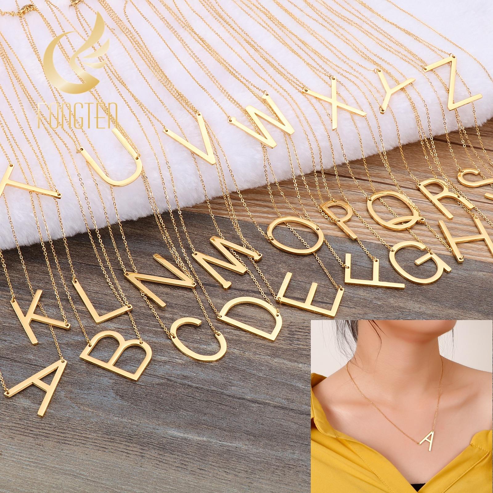 Collar para mujer de estilo clásico y de acero medio, con letras grandes