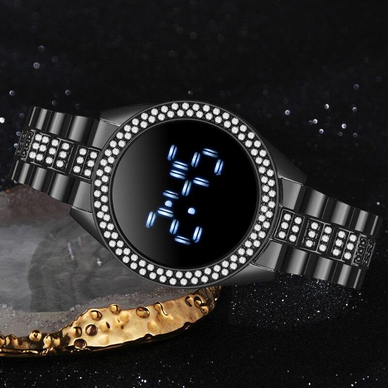 حزام ناقل من الفولاذ LED ساعة نسائية شعبية الاتجاه شخصية المعصم الرقمية