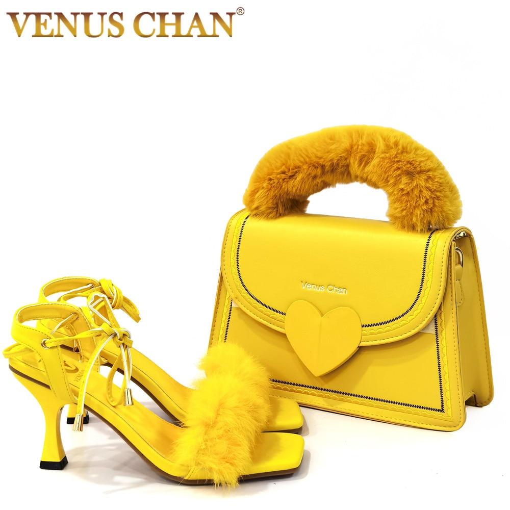 فينوس تشان الأحذية و مجموعة الحقائب الصنادل 2021 الصيف جديد أحذية النساء الفراء عبر الأشرطة عالية الكعب 7.5 سنتيمتر خنجر نموذج المنصة