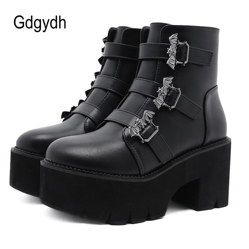 Gdgydh زخرفة المعادن الخفافيش Demonia أحذية النساء منصة الكعوب الأسود القوطية الكاحل حزام حزام مشبك السيدات أحذية بوت قصيرة حجم كبير