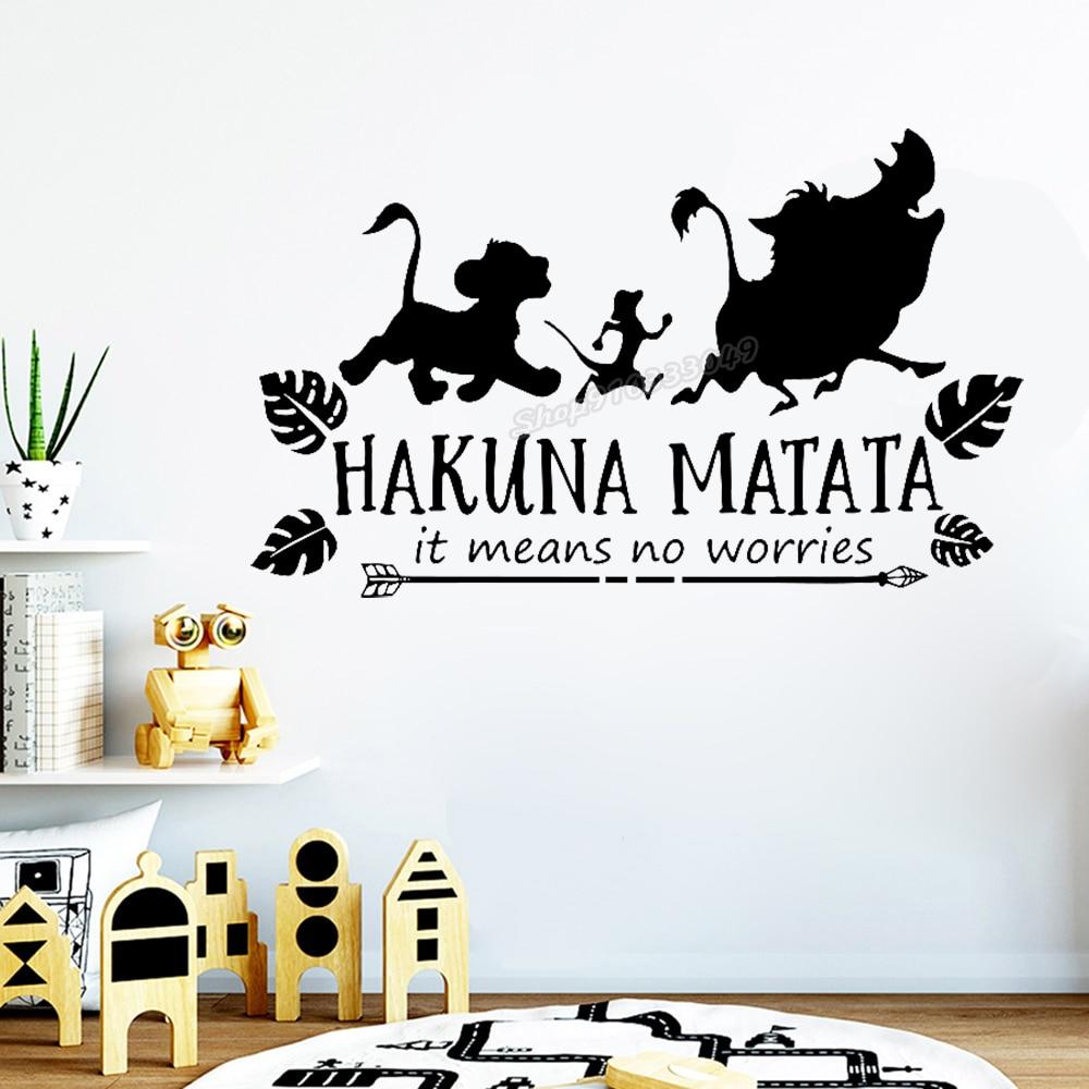 Мультфильм Лев наклейки на стену котировки мультфильм Hakuna Matata означает нет беспокойства наклейки с животными на стену для детской комнаты ...