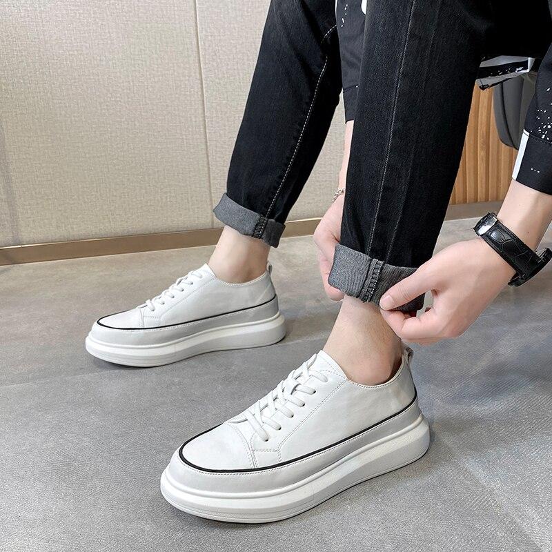 حذاء رجالي كاجوال عالي الجودة برباط اصطناعي أحدث موضة بكعب منخفض أنيق مريح أبيض فاتح أحذية رياضية KH272