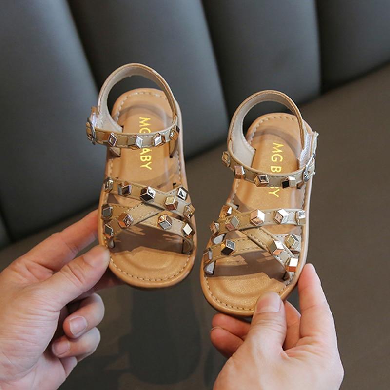 Girls sandals 2021 summer new princess rivet beach shoes children non-slip Cow Muscle soft-soled san