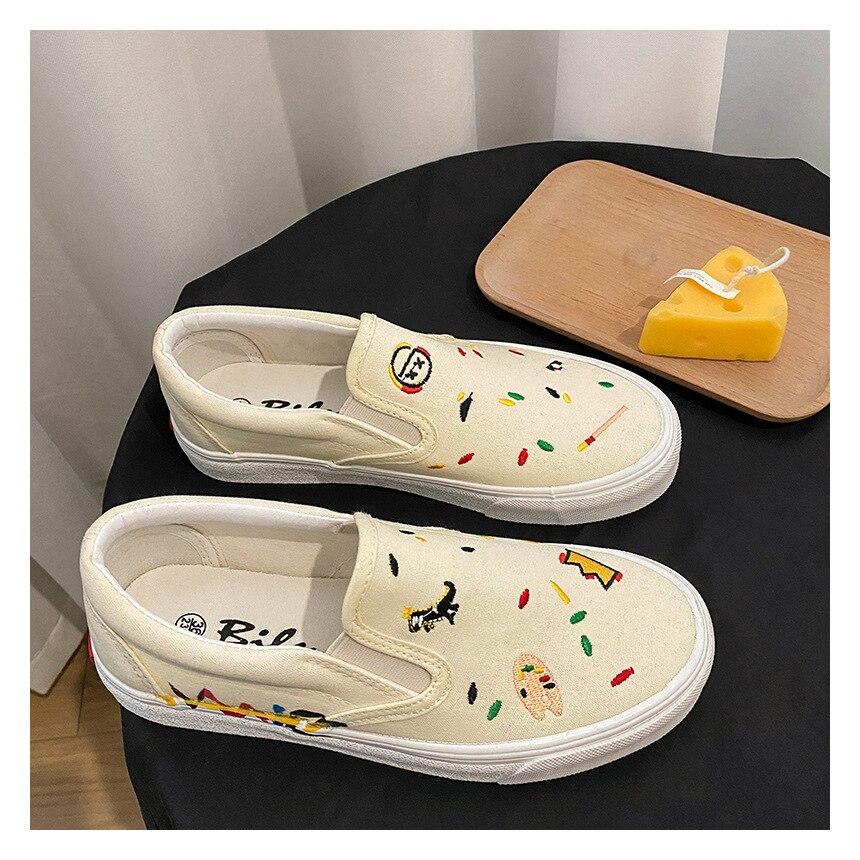 2021 الربيع و الصيف فتاة الأدبية الرجعية رسام قليلا زهرة مطرزة البيج حذاء قدم واحدة كلية الرياح أحذية رسمية
