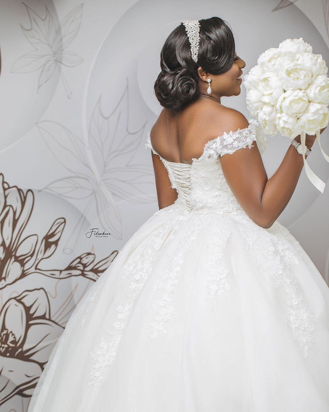 Wedding Dresses Custom made Vintage White Ivory Lace Applique Off the Shoulder Bridal Gowns Off The Shoulder Corset Up African