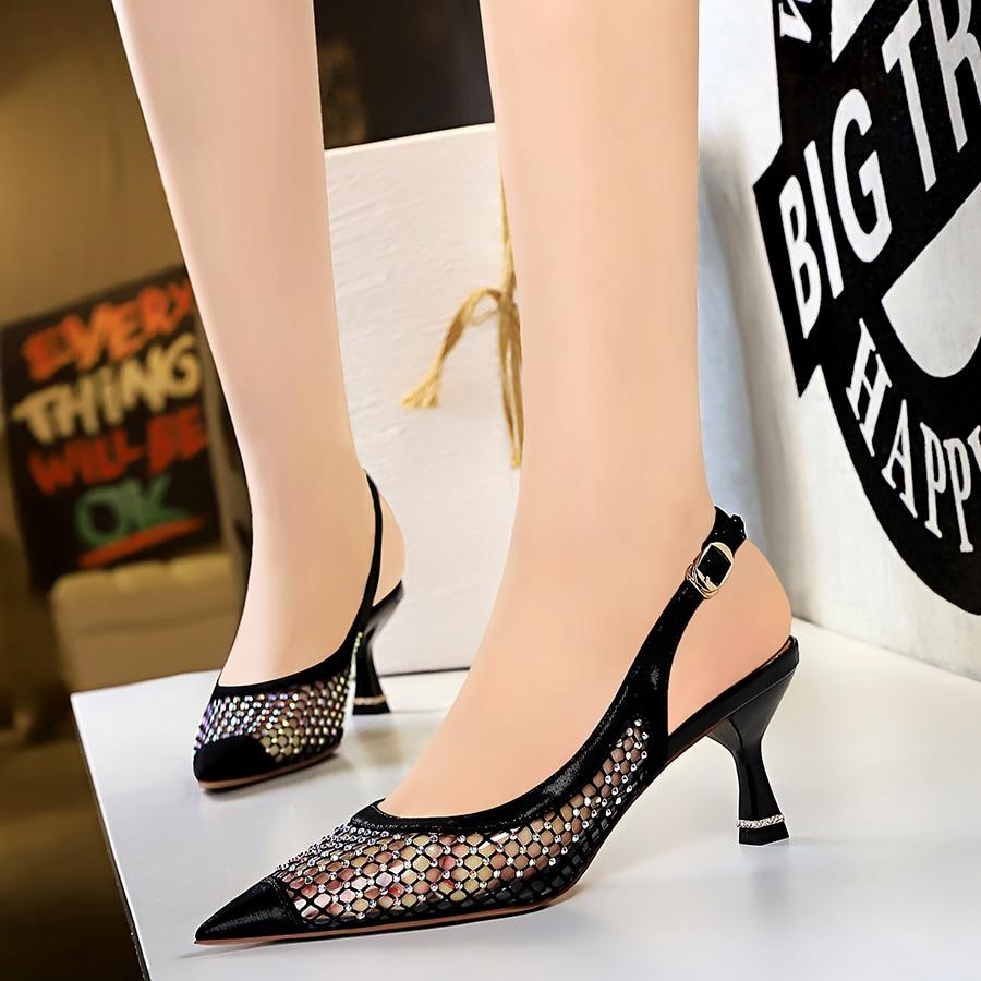 Mulher vestido sandálias sapato sexy clube noturno sapatos femininos strass sandálias de vidro de vinho rasa apontou oco volta cinta malha sapato
