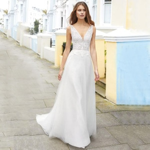 Modest Romantic Beach A Line Wedding Gown Backless Cap Sleeve Sweep Train Simple V Neck Tulle Applique Bridal Dresses