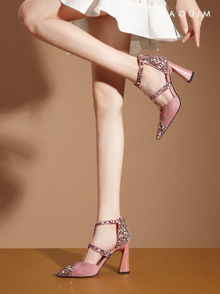 الموضة الماس باوتو الصنادل المرأة الصيف 2021 جديد مثير خط واحد أحذية مع أشار كعب أحذية نسائية