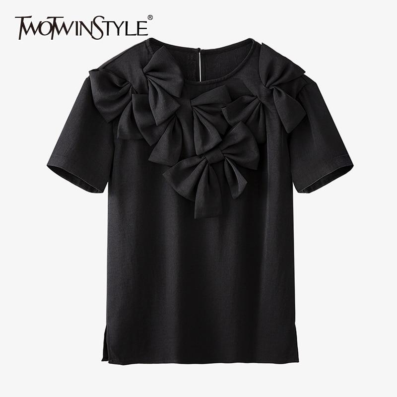 TWOTWINSTYLE المرقعة الأسود Bowknot عادية تي شيرت للنساء س الرقبة قصيرة الأكمام الصلبة تي شيرت الإناث الصيف 2021 جديد الملابس