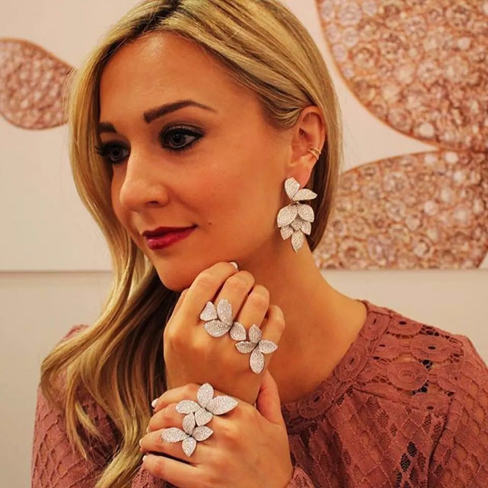 HIBRIDE Trendy Luxury Statement Bangle For Women Wedding Gifts Full Cubic Zircon Crystal CZ Dubai Bracelets Bijoux Femme B-128