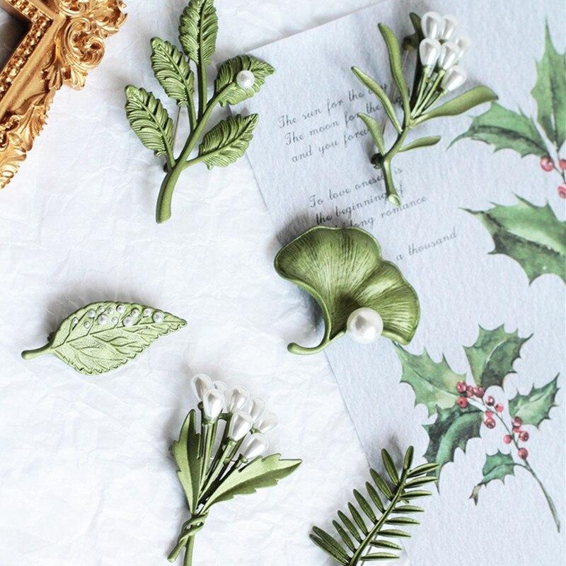 2020 Nueva joyería de plantas Vintage hoja de planta ciruela, ginkgo, lavanda, broche de perlas de imitación hebilla para bufandas Accesorios