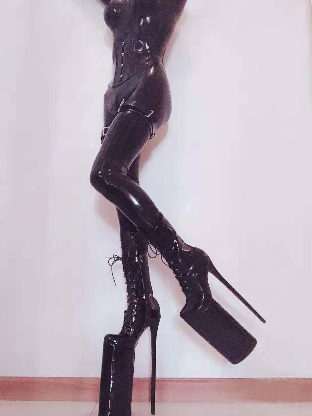 سوبر عالية الكعب النساء الأحذية