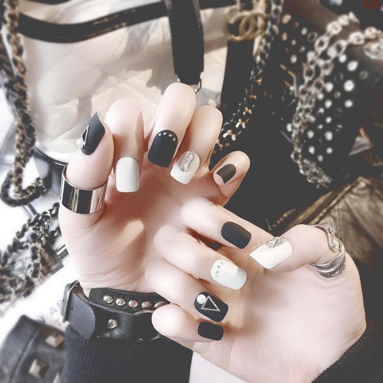 24 Uds uñas postizas artificiales cuadradas mate elegantes blancas y negras puntas de arte remache de perlas adhesivo con cola para el día de la madre