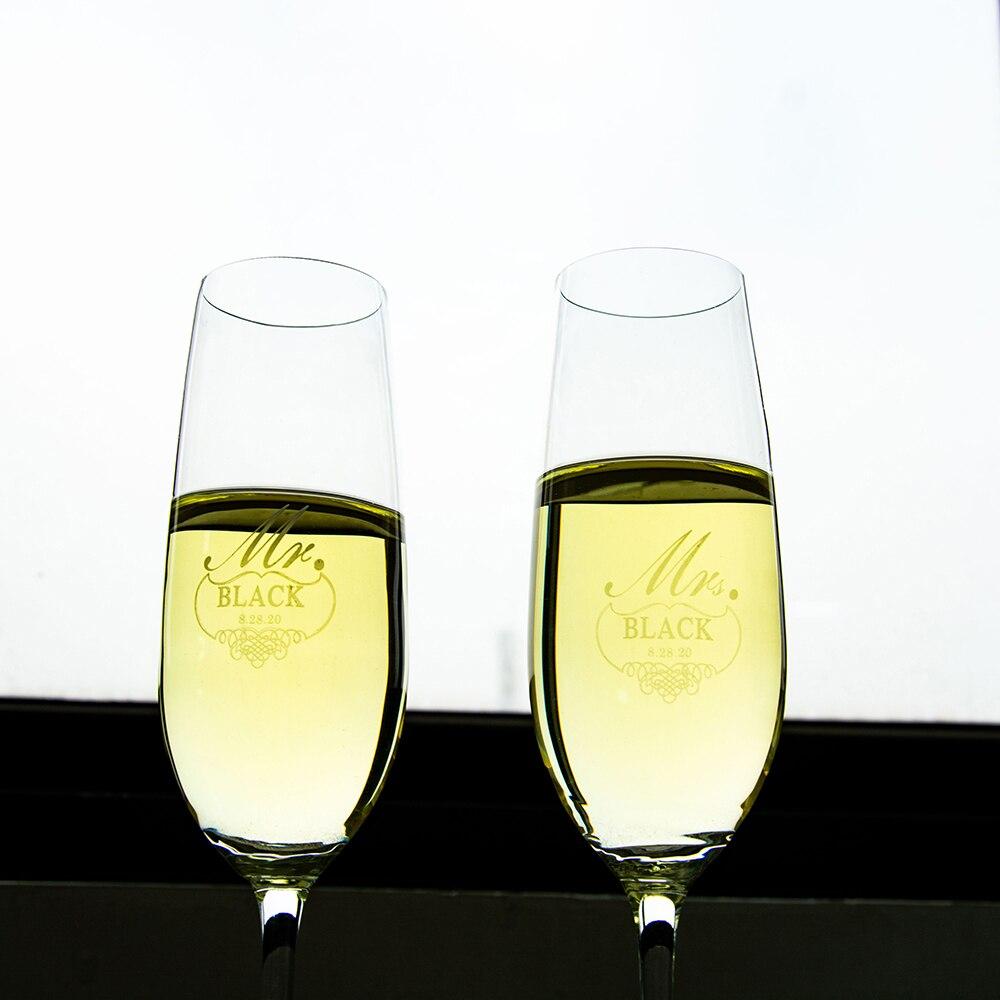 كأس نبيذ محفور شخصي للعريس والعروس مع أي نص ، كأس نبيذ مصنوع يدويًا مع ساق