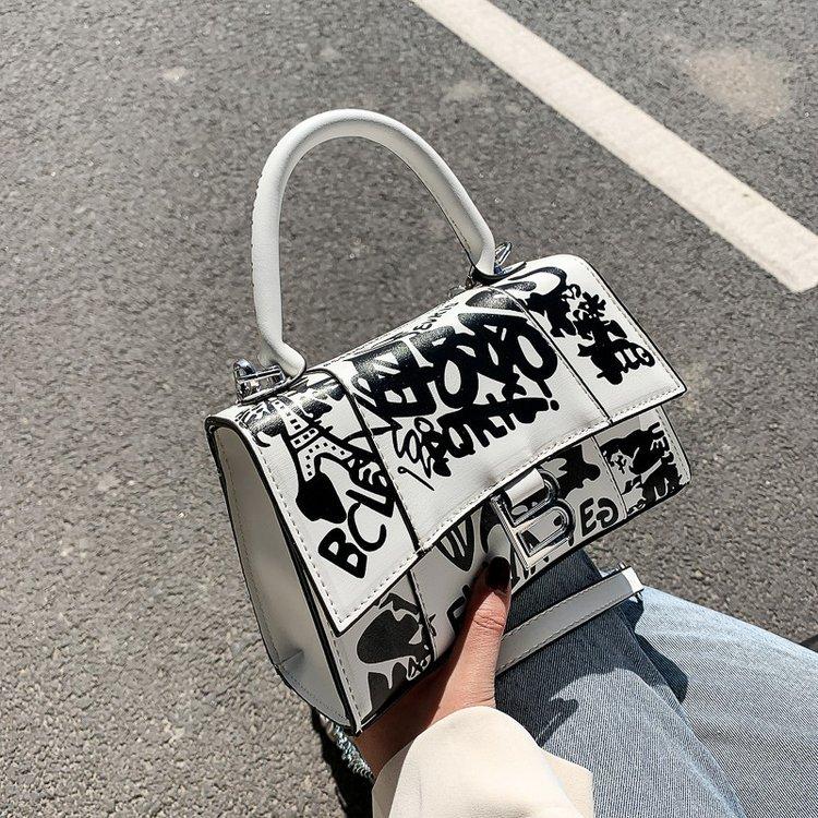 2021 designer luxury high quality chain bag fashion graffiti painted leather messenger bag handbag s